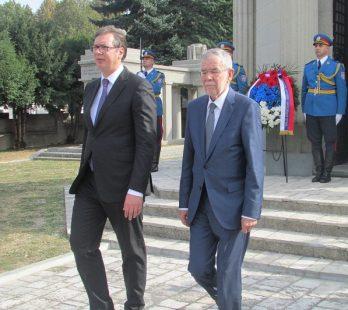 poseta-predsednika-srbije-i-austrije-novom-groblju-22