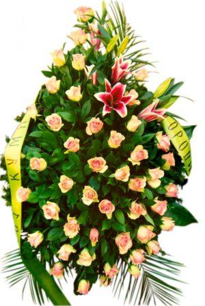 S venac od orjentala i labelo ruže